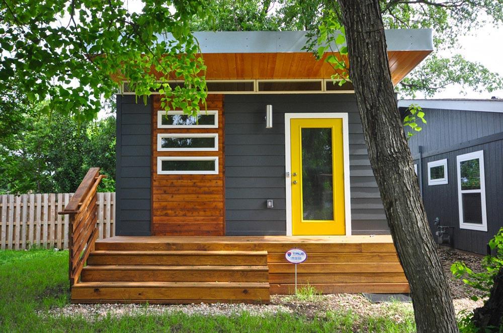 Modern Dwelling by Kanga Room Systems