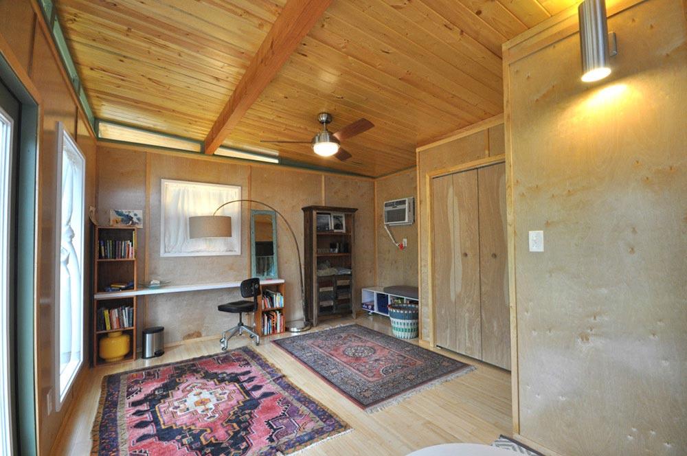 Desk - Modern Studio + Shed by Kanga Room Systems