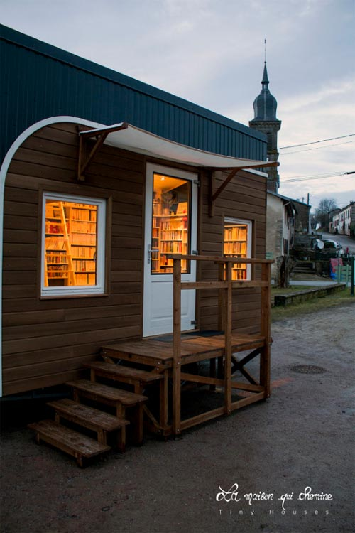 Front Porch - Bookshop by La Maison Qui Chemine