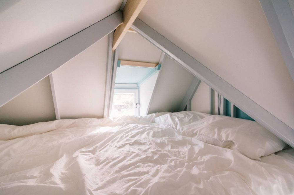Bedroom Loft - Cahute Tiny House