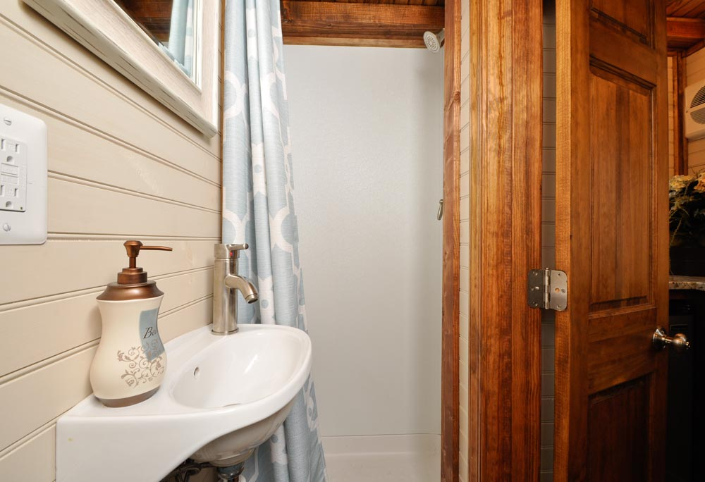 Bathroom - Pioneer by Tiny House Building Company
