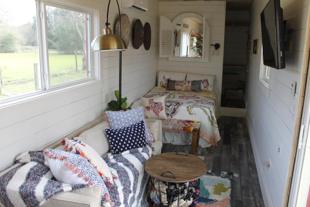 Living/Bedroom - Rustic Retreat XL by Backcountry Containers