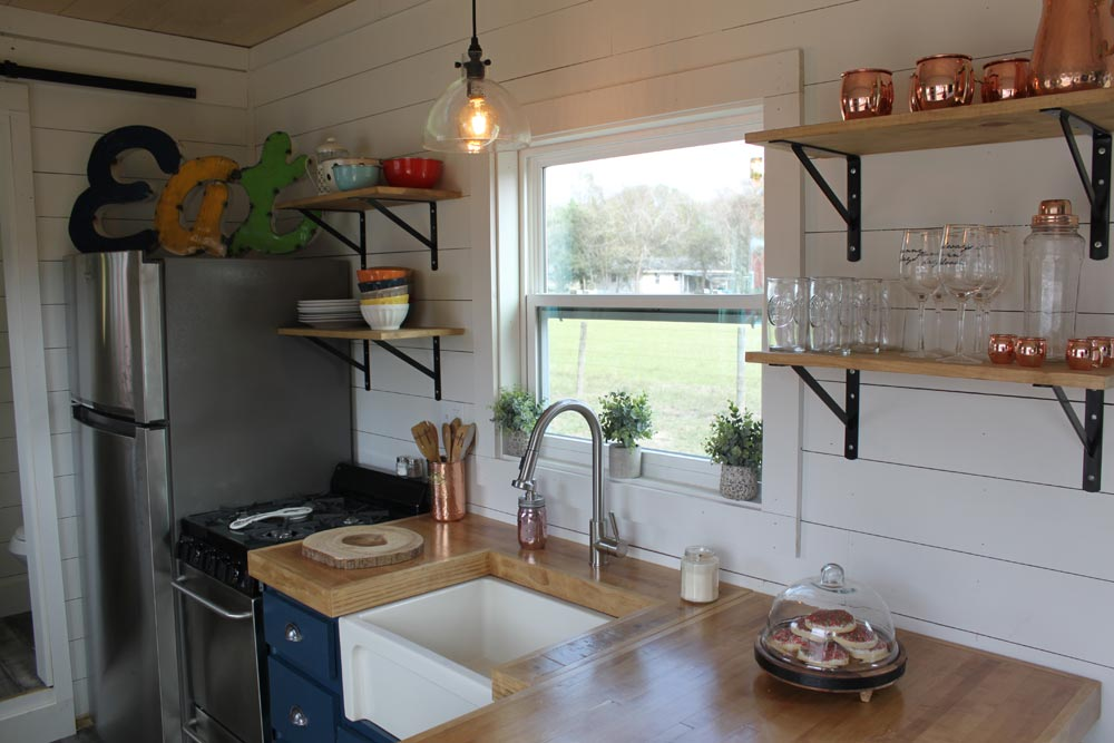Farmhouse Sink - Rustic Retreat XL by Backcountry Containers