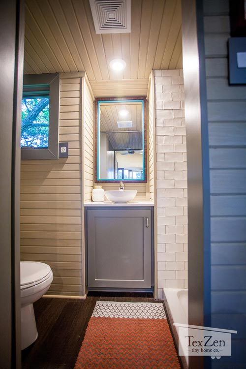 Bathroom - Single Loft by TexZen Tiny Home Co.