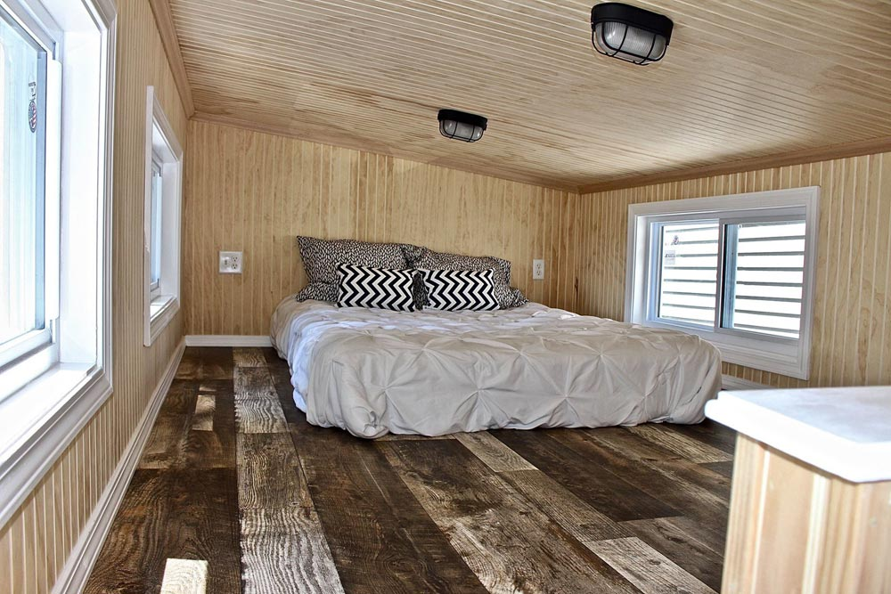King Bedroom Loft - Chalet Shack by Mini Mansions