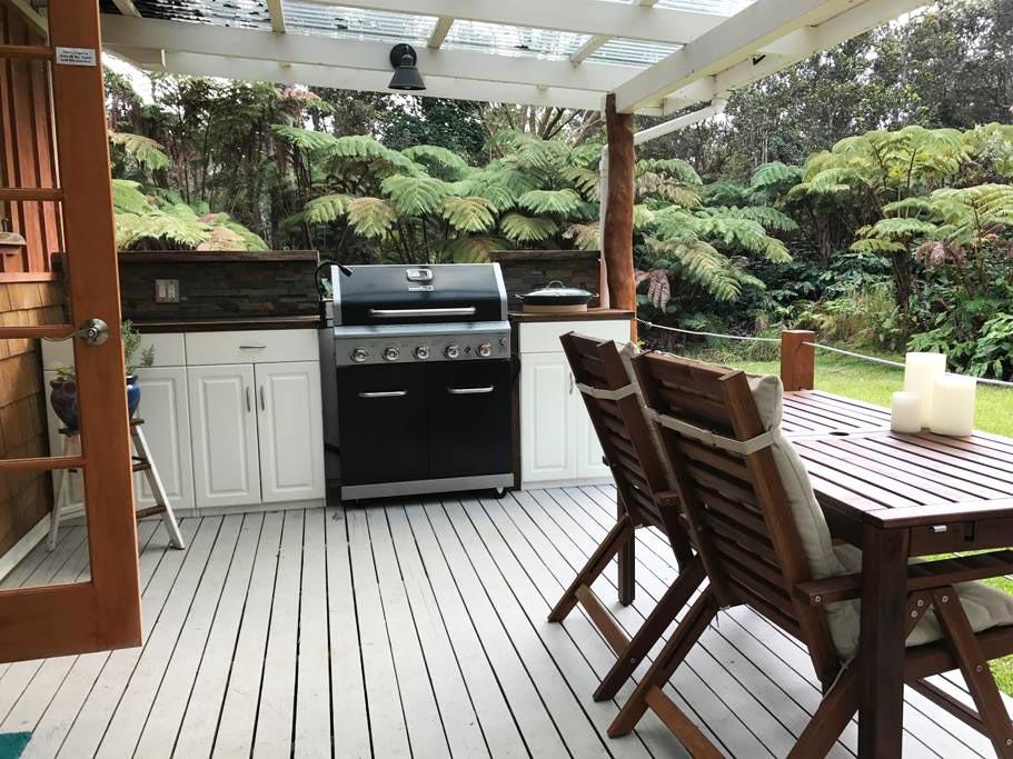 Outdoor Kitchen - Hale Iki Tiny House