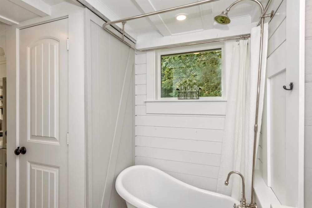 Clawfoot Tub - Heritage by Summit Tiny Homes