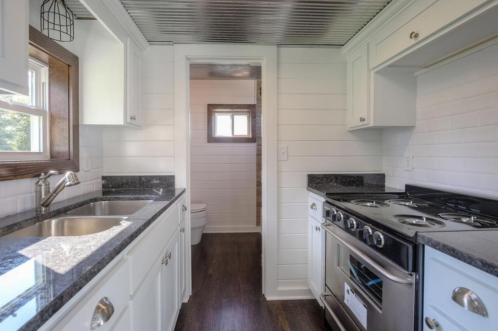 Full Size Appliances - Lake Cabin by Custom Container Living
