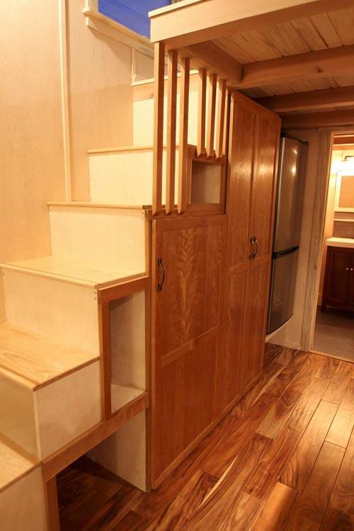 Storage Stairs - Tahosa by SimBLISSity