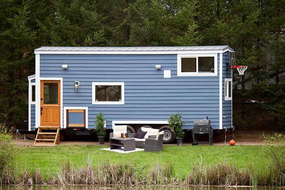 Tiny Traveling Farmhouse by Tiny Heirloom