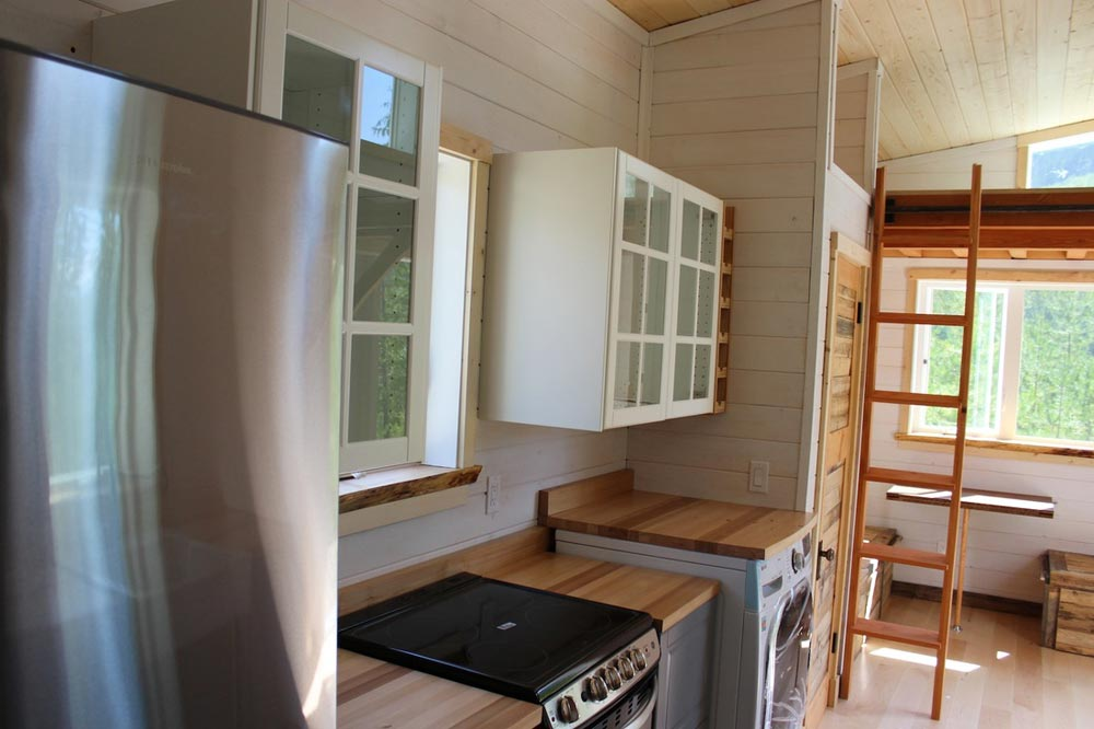 Full Size Appliances - Winter Wonderland by Nelson Tiny Houses