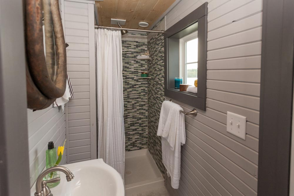 Bathroom - Cape Cod by VIVA Collectiv