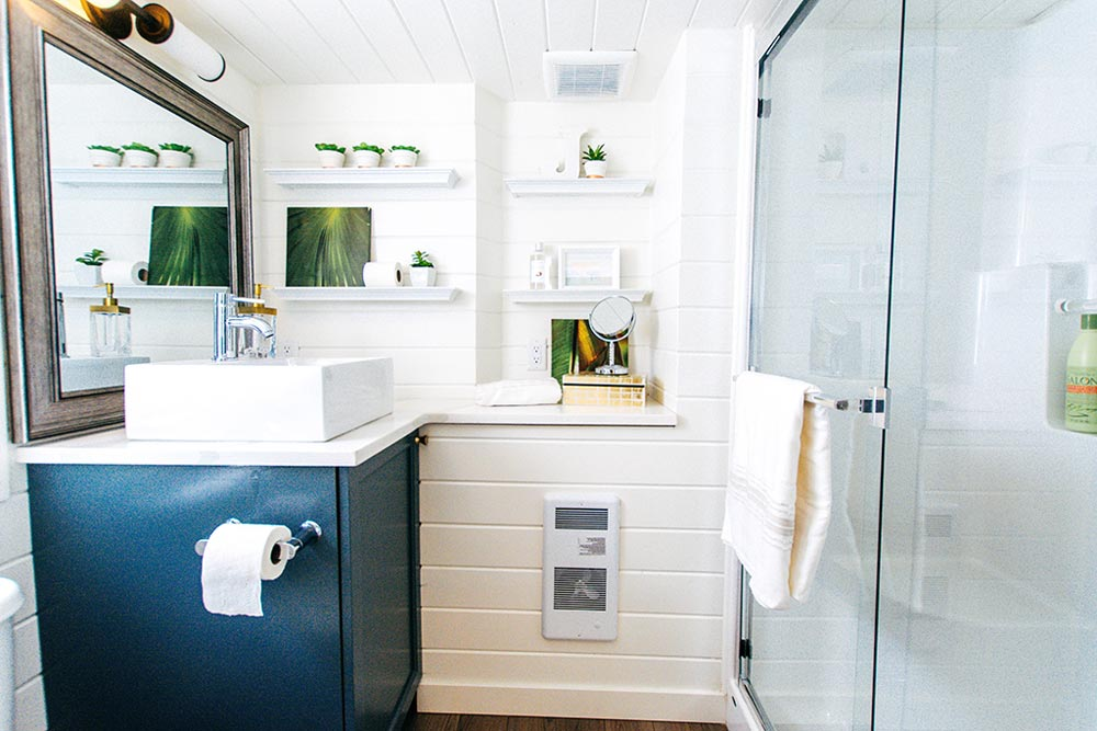Bathroom - Not So Lonely Wanderer by Teacup Tiny Homes