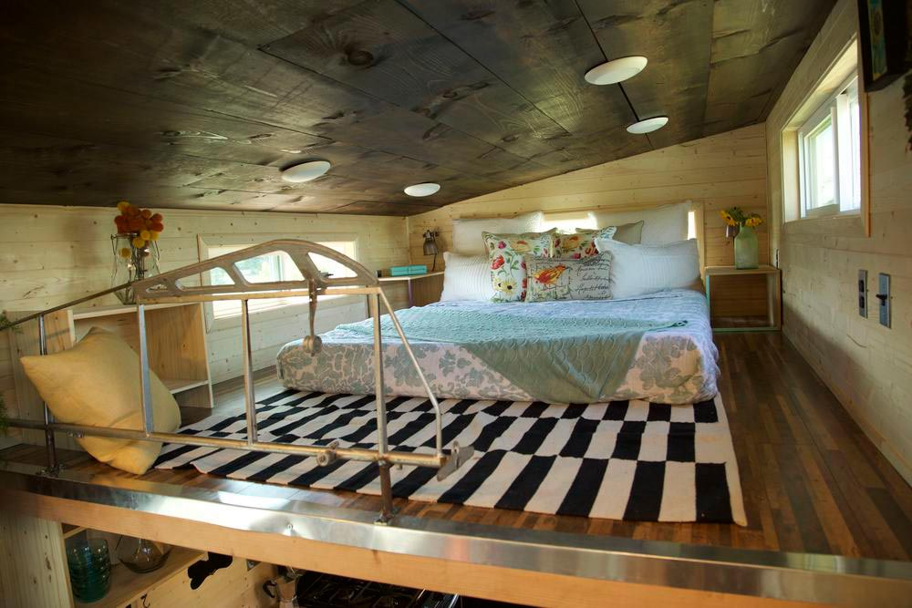 Master Bedroom Loft - Plane by VIVA Collectiv