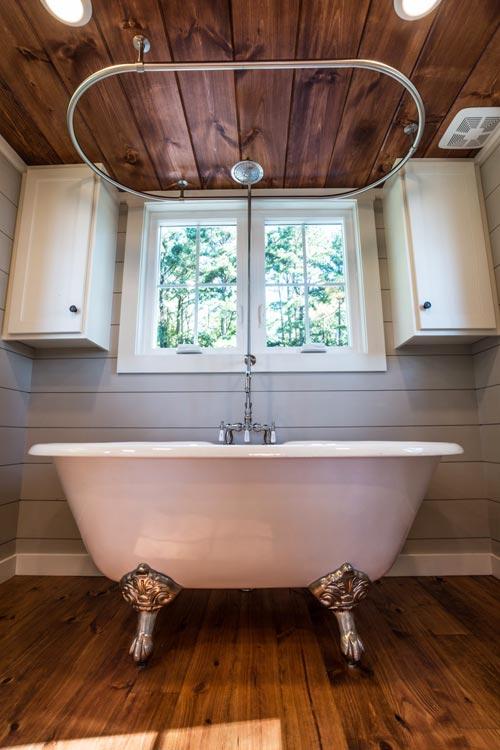 Clawfoot Tub - Ridgewood by Timbercraft Tiny Homes