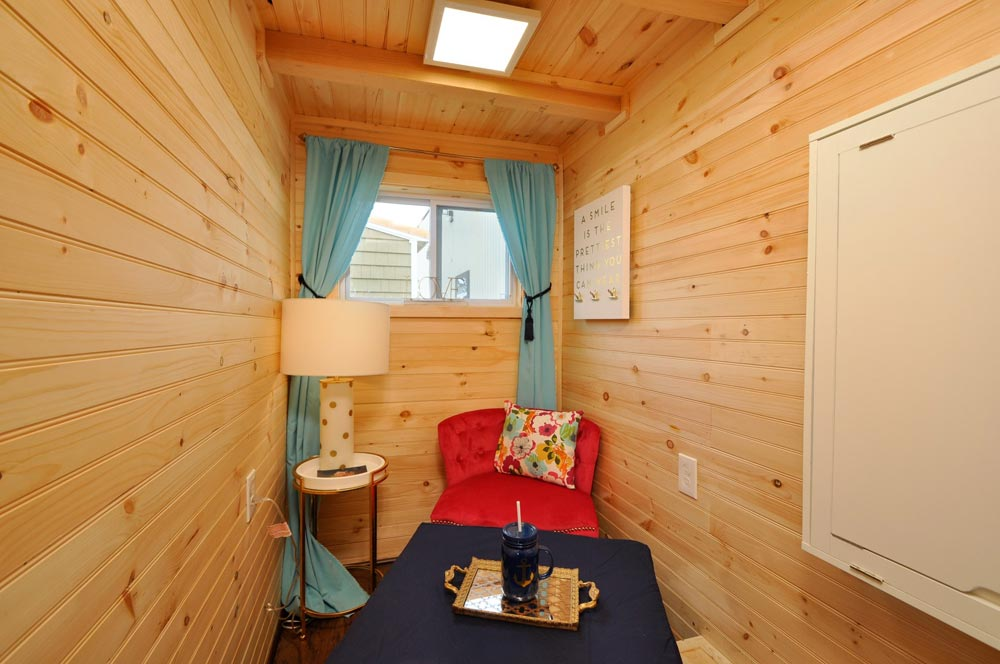 Reading Nook - Georgia by Tiny House Building Company
