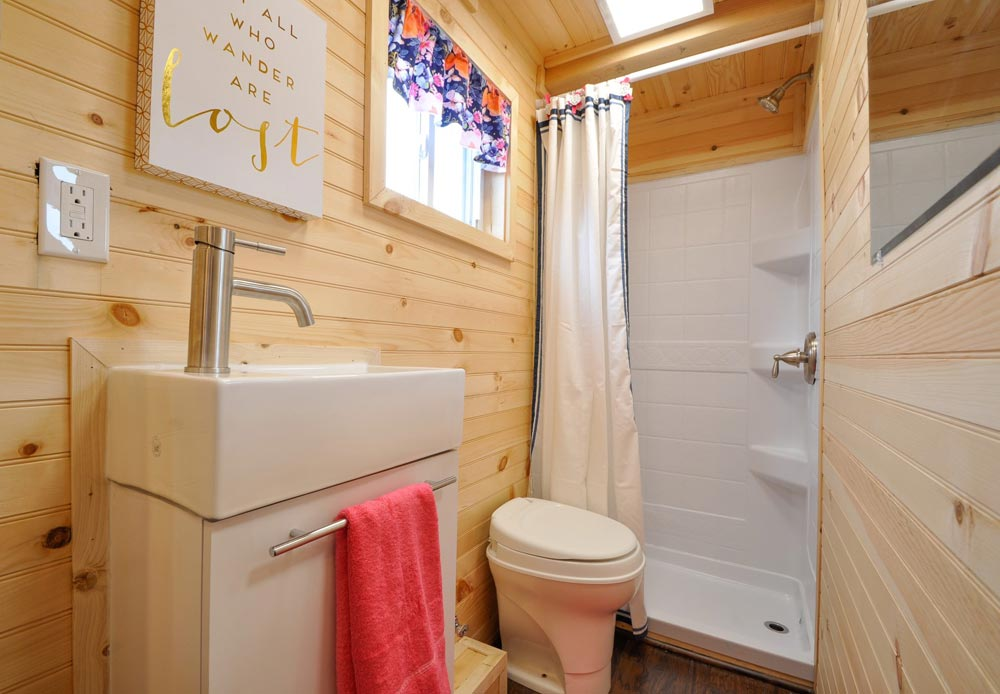 Bathroom - Georgia by Tiny House Building Company