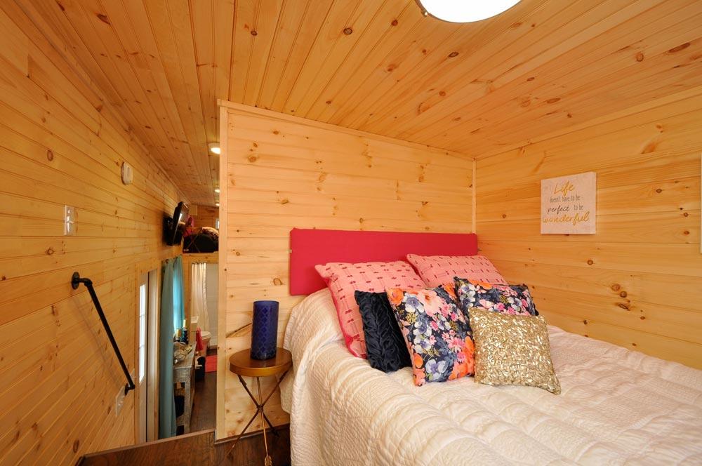 Master Bedroom - Georgia by Tiny House Building Company