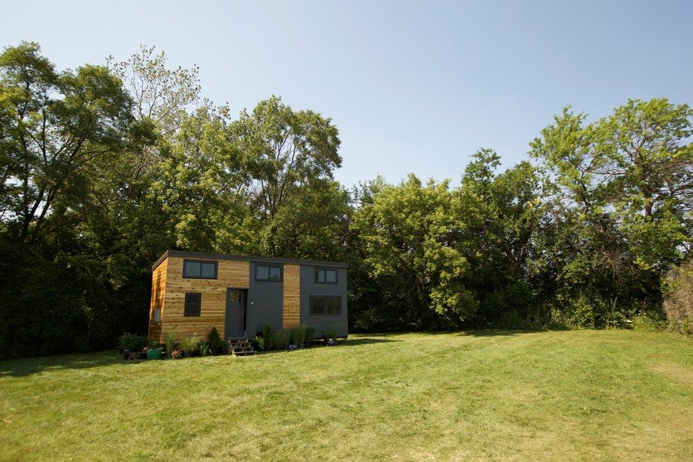 Scenic Setting - Modern Tiny Smart Home