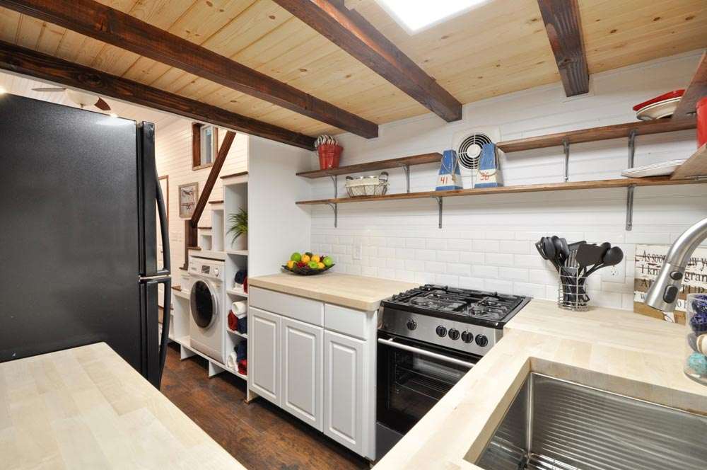 Kitchen - Patriot by Tiny House Building Company