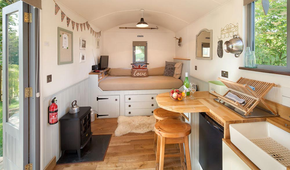Shepherds Delight Interior - The Shepherds Hut Retreat