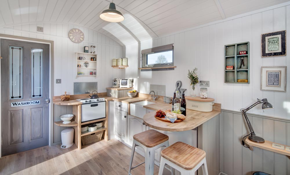 Kitchen w/ Eating Area - The Shepherds Hut Retreat
