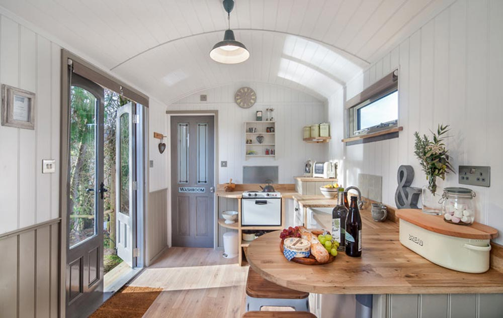 Kitchen & French Doors - The Shepherds Hut Retreat