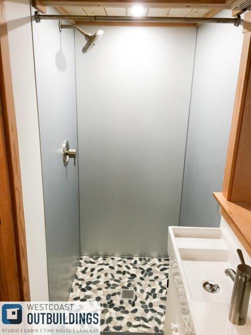 Metal Shower - Skookum 26' by Westcoast Outbuildings