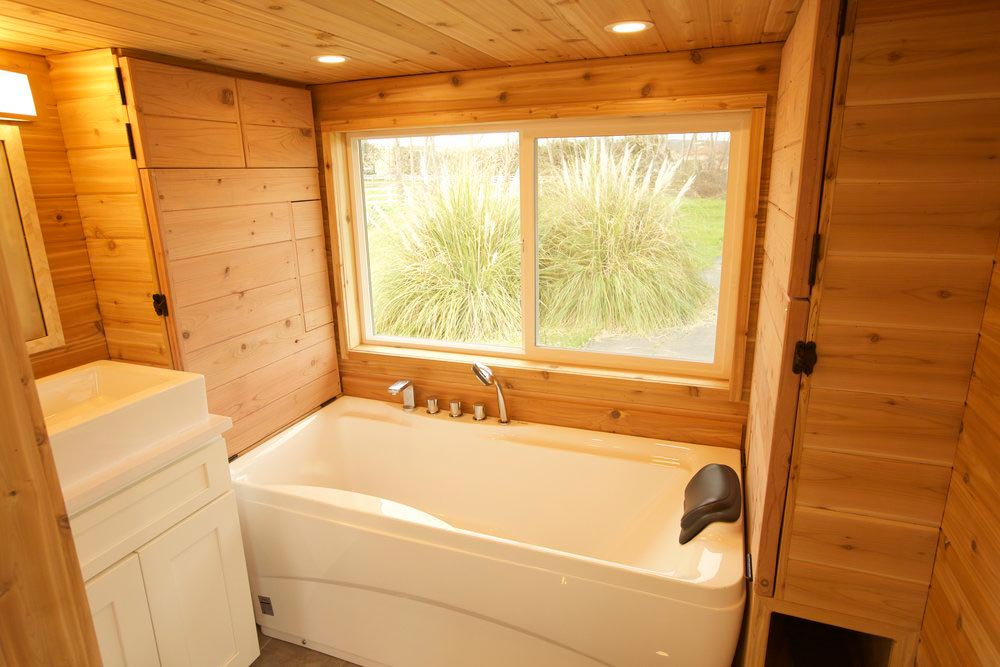 Bathtub - Tiny Tech-Free Retreat