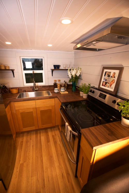 Full Size Appliances - Tiny Tech-Free Retreat