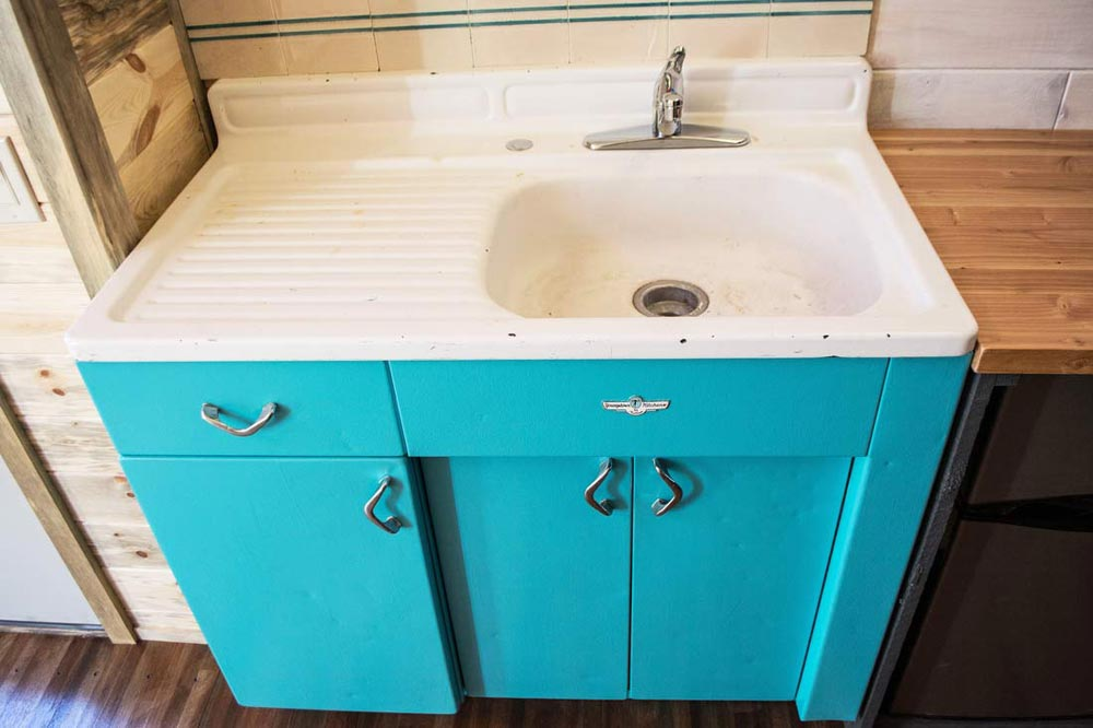 Vintage Sink - Spirit by Tiny Treasure Homes