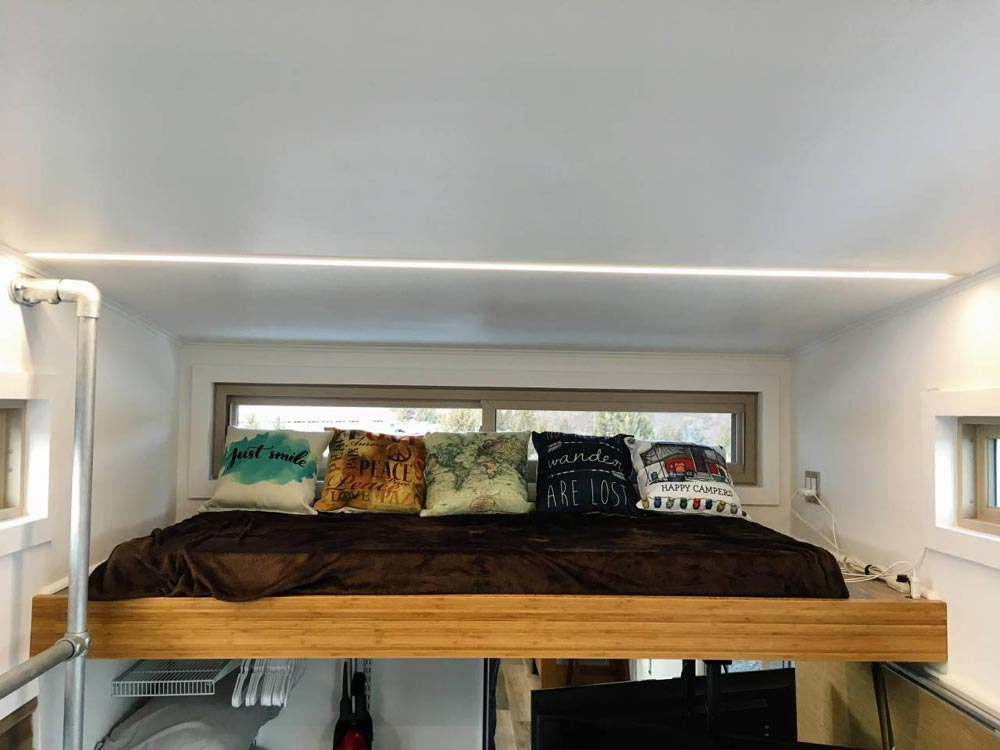Sleeping Loft - Modern Scandinavian Tiny House Studio