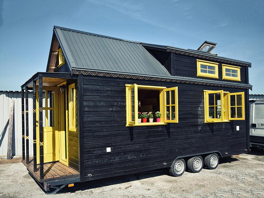 Black Varnish Exterior - Bumblebee by Tiny Wunder House