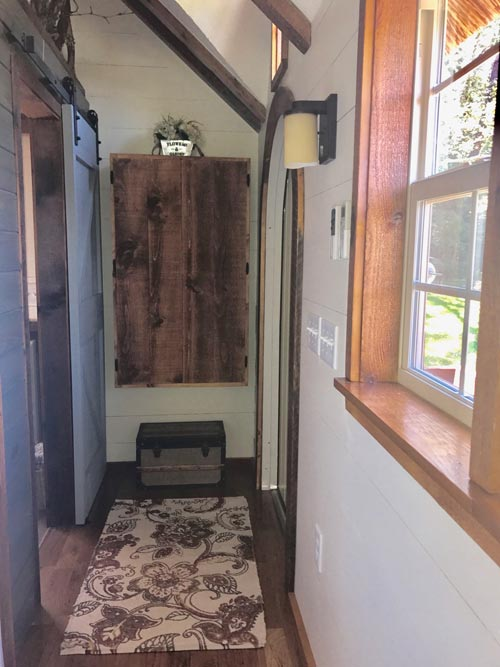 Entryway - Highland by Incredible Tiny Homes