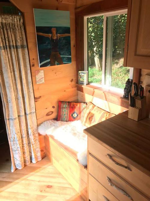 Bench Seat - Mayu Tiny House