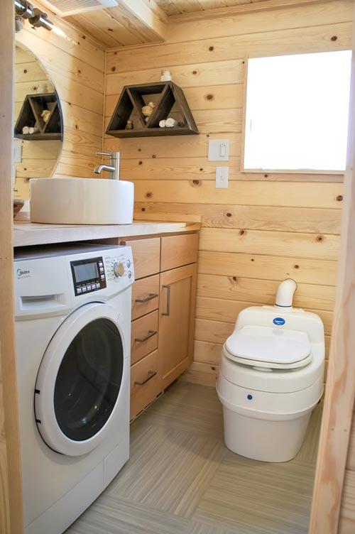 Bathroom - Kootenay Urban by TruForm Tiny