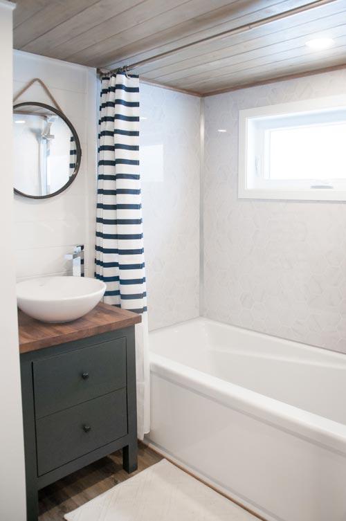 Bathroom - Ebene by Minimaliste