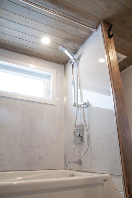 Shower - Ebene by Minimaliste