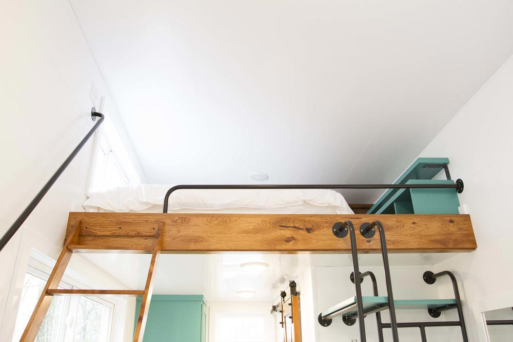 Queen Loft - Nash by Modern Tiny Living