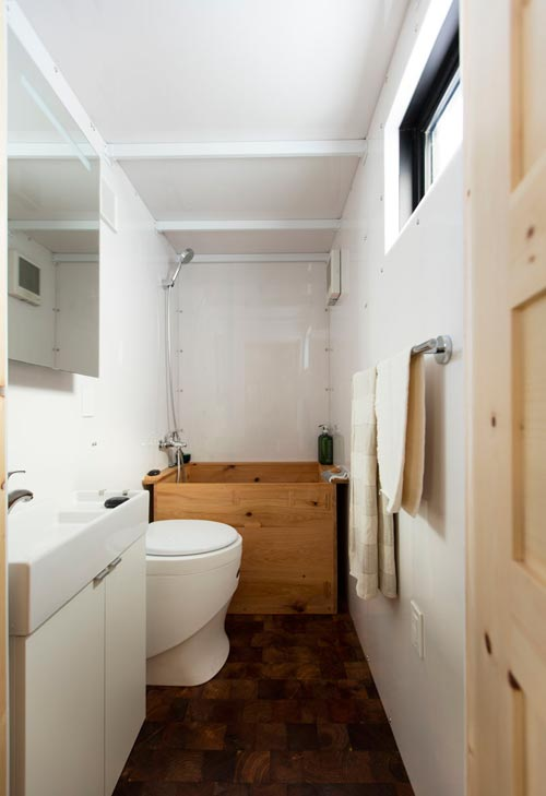 Ofuro Soaking Tub - SaltBox by Extraordinary Structures