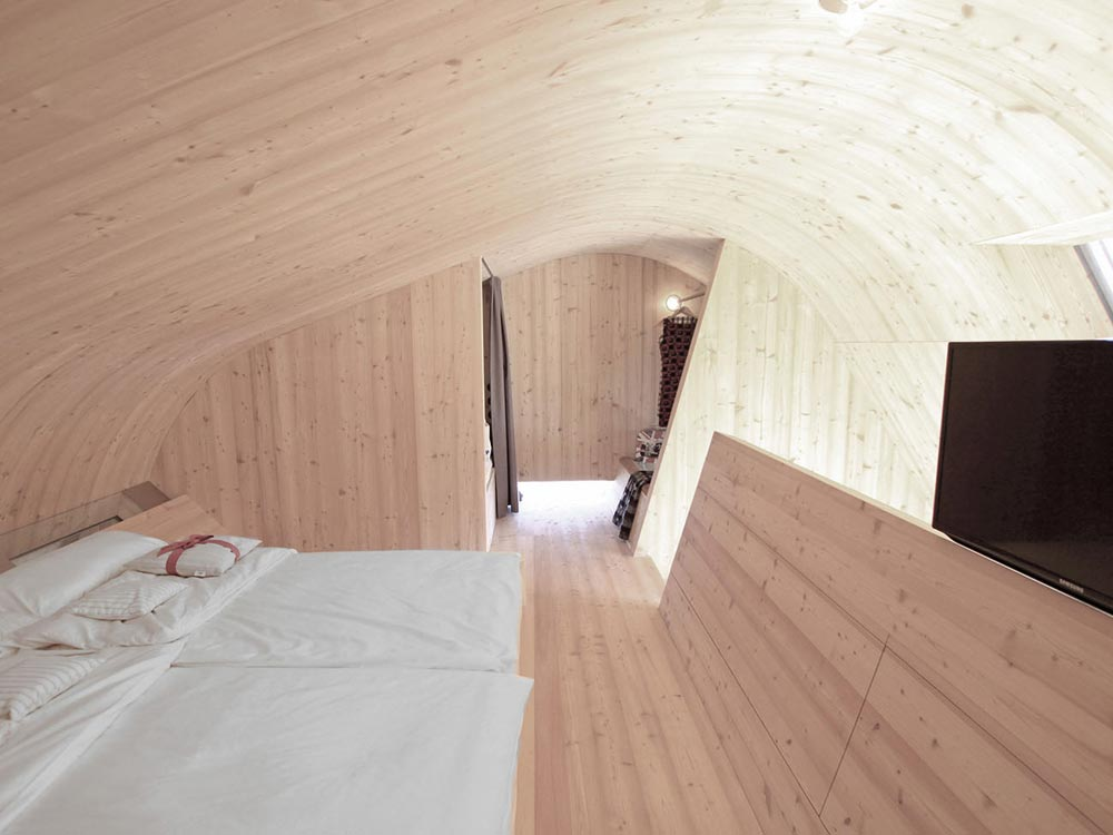 Curved Ceiling - Ufogel Tiny House