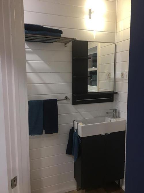 Bathroom - Zaunbrecher by Tee Tiny Houses