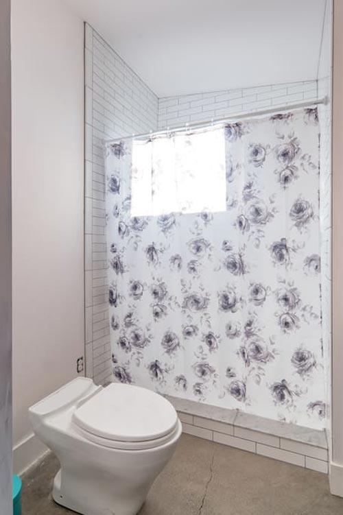 Bathroom - Island Farm Retreat