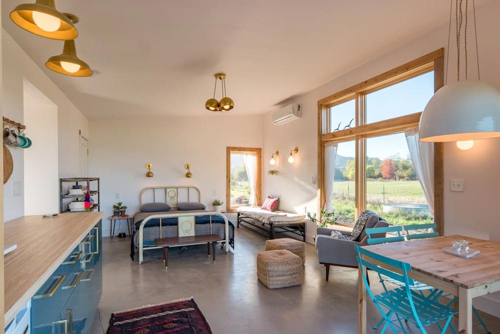 Open Living Area - Island Farm Retreat