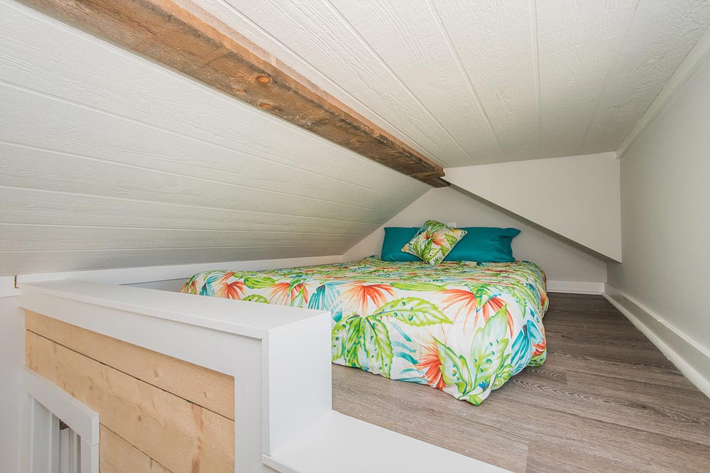 Queen Loft - Margarita at Tiny House Siesta
