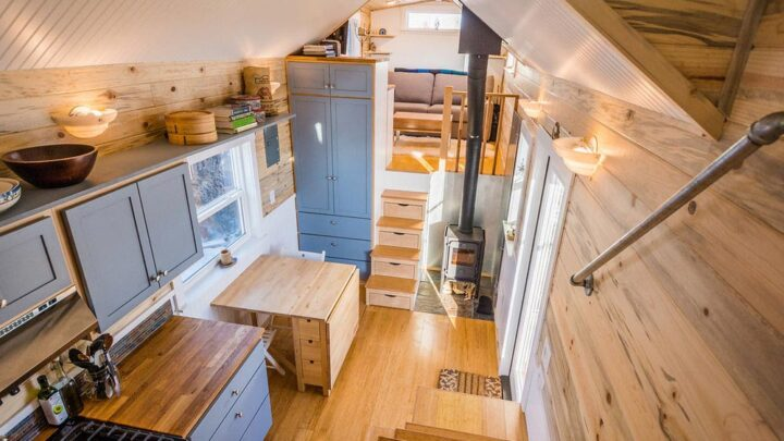 Tara's 33' Gooseneck Tiny House by Mitchcraft Tiny Homes