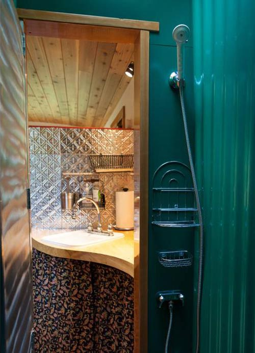 Shower - Garden Caravan Tiny House