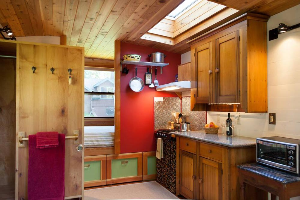 Skylight - Garden Caravan Tiny House