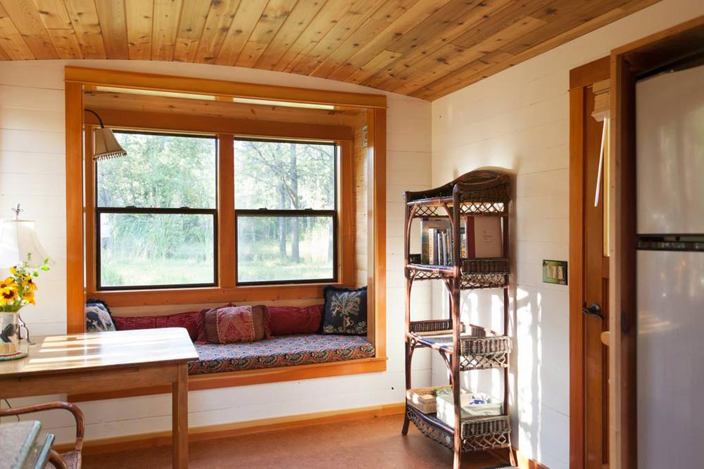 Bay Window - Garden Caravan Tiny House