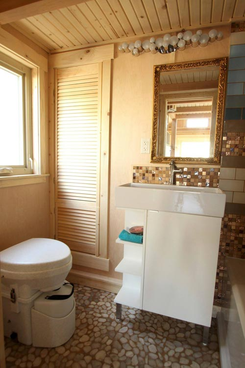 Bathroom - Judy Blue Eyes by SimBLISSity Tiny Homes